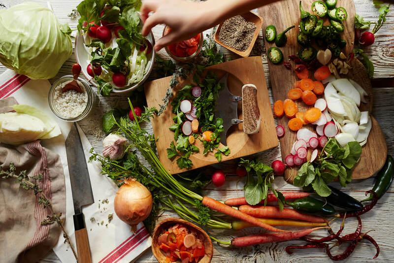 Nếu không cân đối bữa tối hợp lý bạn sẽ phải đối mặt với tình trạng tăng cân và tích mỡ bụng. Vậy bữa tối ăn gì không mập? Hãy cùng tìm hiểu ngay nhé!